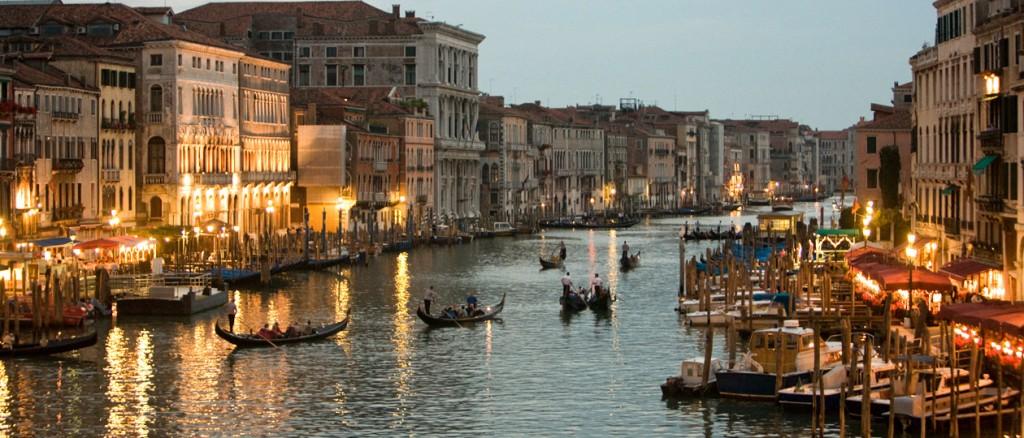 venice-gondolas-canal-night
