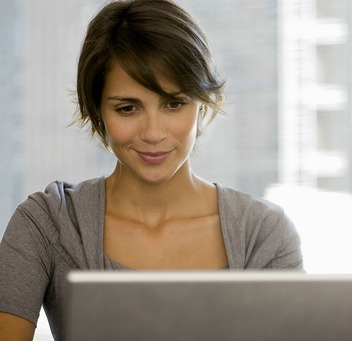 online-dating-woman-computer-w352
