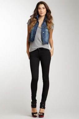 Simple-casual-outfit-idea-with-a-jean-vest
