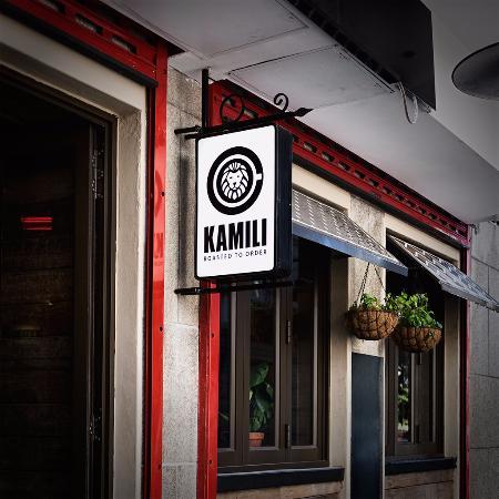kamili-side-entrance