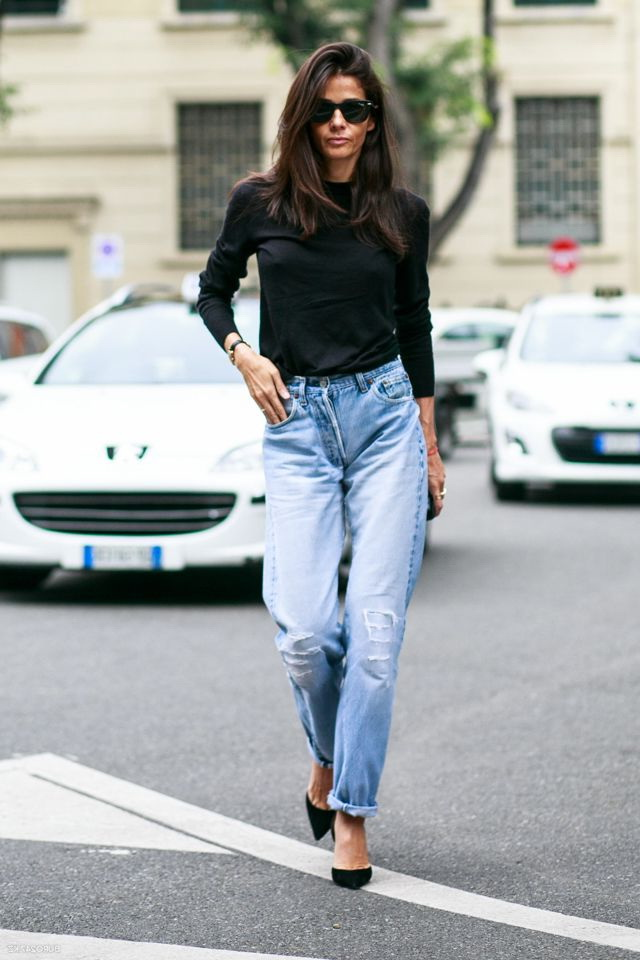 black-sweater-and-mom-jeans